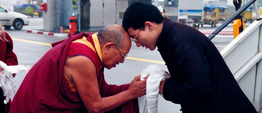 Lopon Tsechu Rinpoche greeting Thaye Dorje, HH the 17th Karmapa