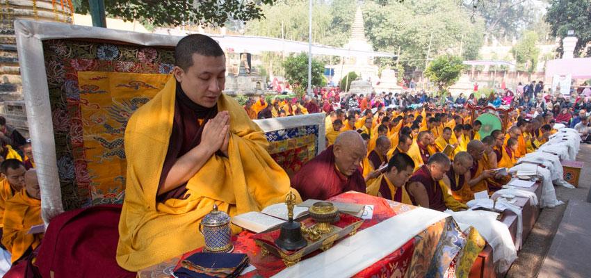 Thaye Dorje, His Holiness the 17th Gyalwa Karmapa leading the Kagyu Monlam