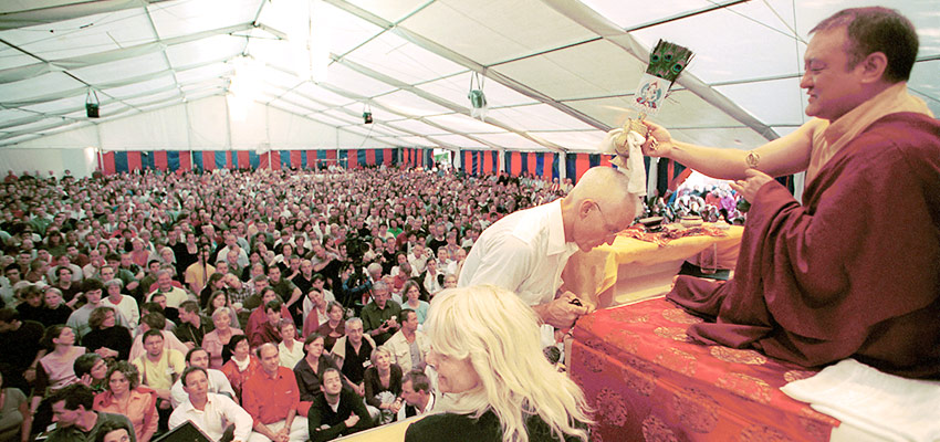 Shamar Rinpoche blesses Lama Ole Nydahl in 2001.